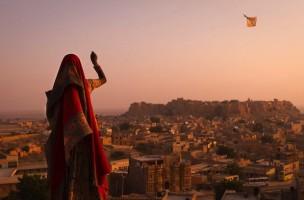 girl-kite-india_45674_990x742