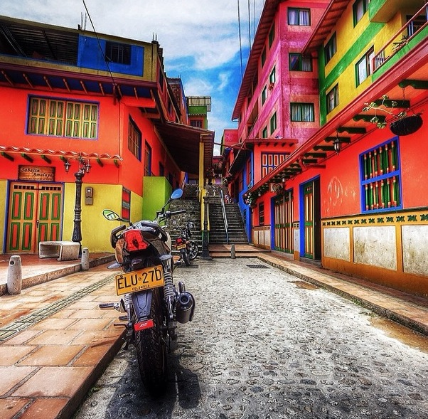 15 ajwhites An InstaMuse of Medellín