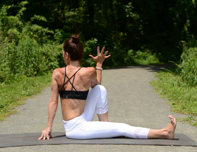 7 Yoga Poses to Feeling Calm