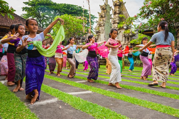 dancers in ubud