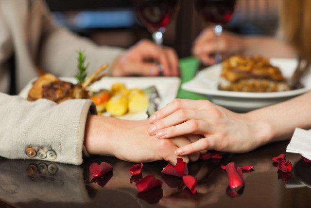 couple having dinner