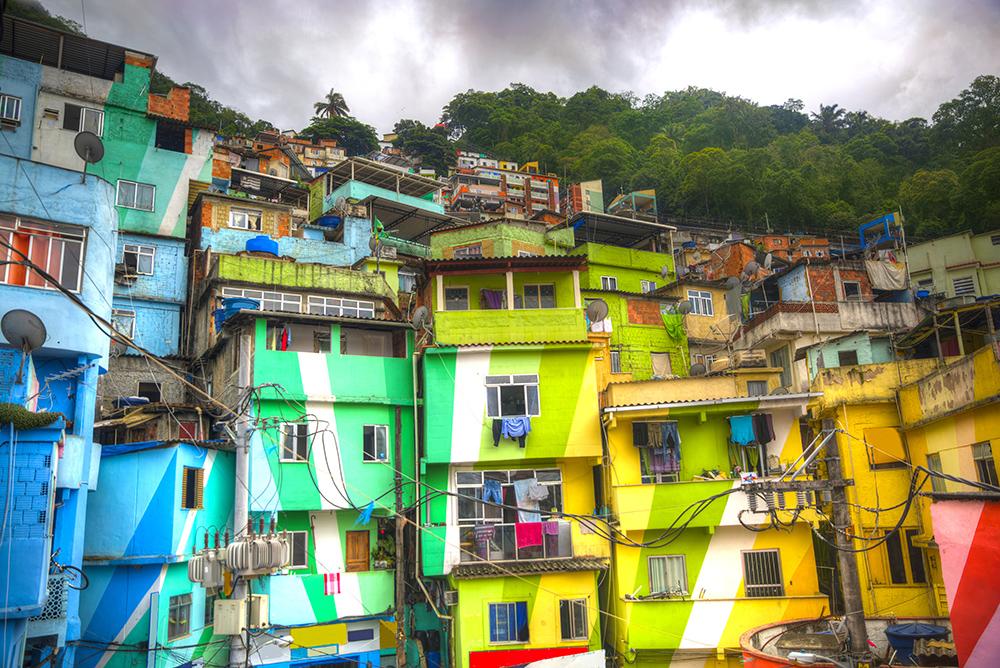 rio-de-janeiro-favela-painting