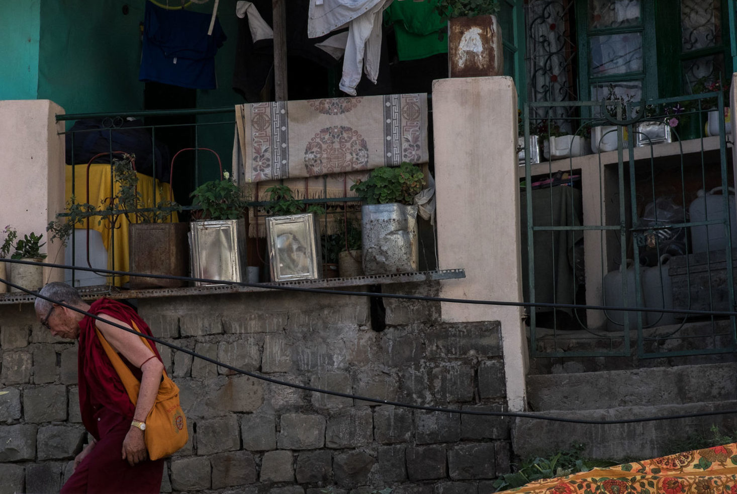 A monk leaves a friends house in Mcleod Ganj © Megan King